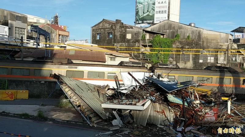 南鐵地下化工程6月拆除前鋒路不同意戶張宅後,7月21及23日將再進行地上物強制拆除。(資料照,記者劉婉君攝)