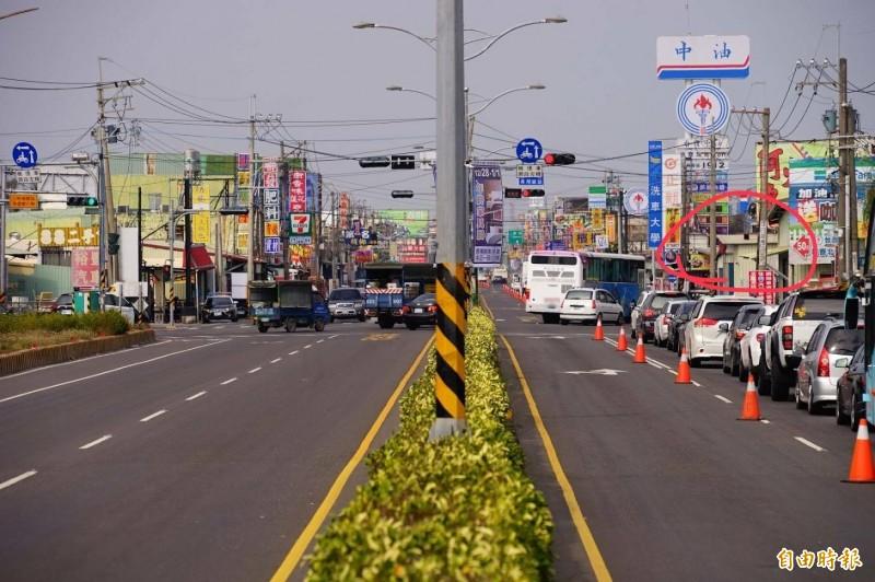 紅圈處右轉即為福東路範圍。(記者陳彥廷攝)