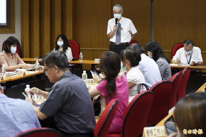 109年指考在日前結束,大學入學考試中心舉行考試委員會議,報告考試報名與缺考人數外,也針對防疫相關等相關作業進行討論。 (記者陳志曲攝)