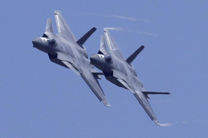 據消息指,中國的殲20匿蹤戰鬥機(J-20)的改良版殲20B已開始量產。(美聯社)