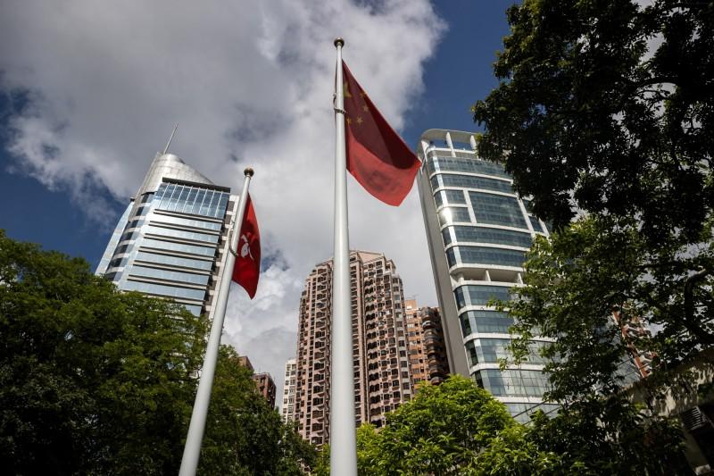《紐時》15日指出,旗下員工在香港申請工作許可已遭遇困難,明年數位新聞團隊將轉移至首爾,人數大約占香港員工總數的3分之1,未來仍會維持駐港的最大人力,並持續保持對香港和中國報導的關注」。圖為香港銅鑼灣。(歐新社資料照)