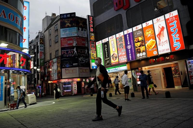 日本東京今日新增165例確診,東京都政府今日宣布將警戒度提升到最高的第4級「感染擴大中」。(路透)
