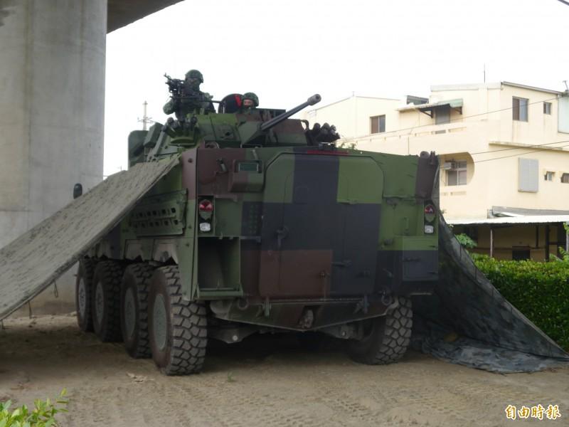 配有30鏈砲的最新款雲豹輪甲車。(記者張軒哲攝)