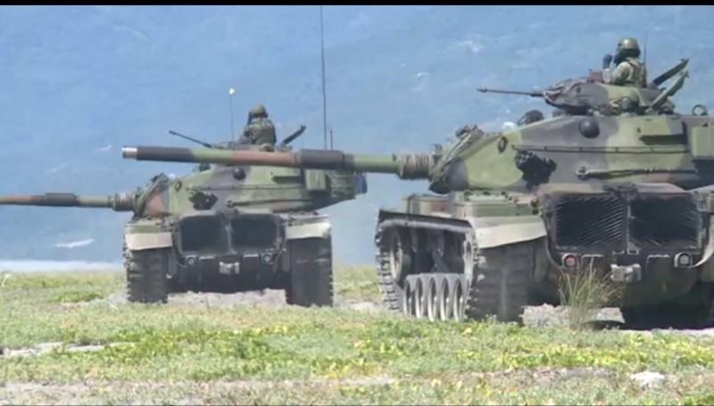 國軍上午在知本海灘反登陸演習。(記者黃明堂翻攝)