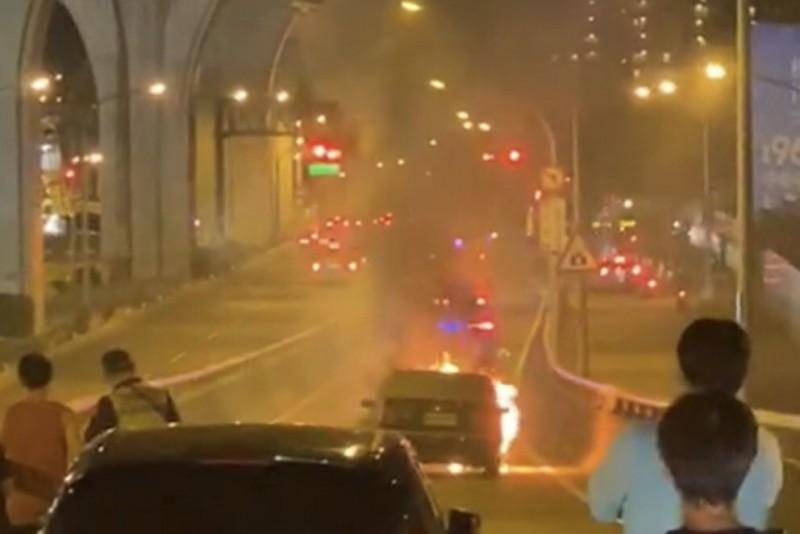 台74線太原匝道晚間驚傳火燒車。(民眾提供)
