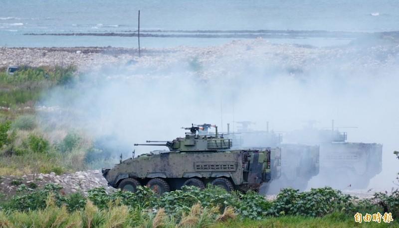 雲豹甲車實彈射擊。(記者涂鉅旻攝)