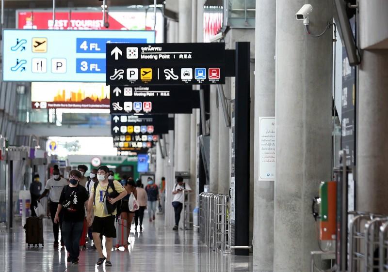 一班從台灣起飛的長榮航空班機15日抵達泰國曼谷,223位旅客中有6名泰國人出現高燒症狀,立即送往醫院做進一步檢測。圖為泰國曼谷機場(Suvarnabhumi airport)。(歐新社資料照)