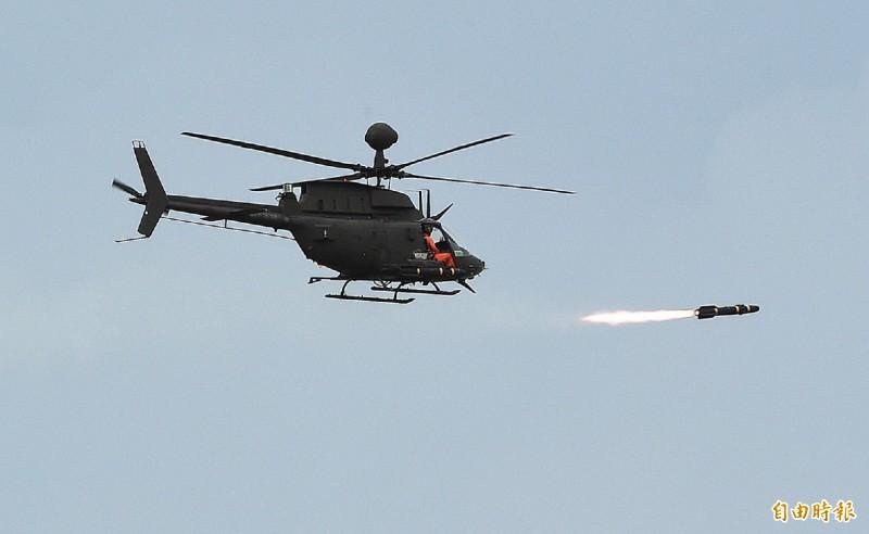 OH-58D「奇奧瓦戰士」除了戰搜能力之外,另可搭載AGM-114地獄火飛彈或AIM-92空用版刺針飛彈,增加戰鬥能力。(記者廖振輝攝)