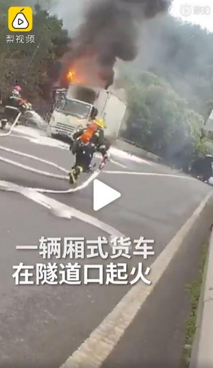 中國重慶於週二(14日)發生一起意外。(圖擷取自微博)
