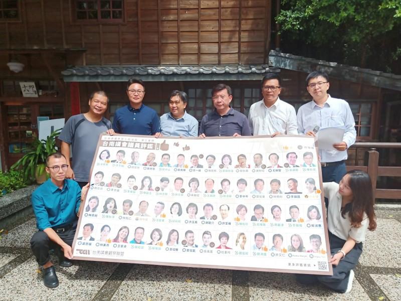 台南議會觀察聯盟今日首次公布南市議會定期會議員評鑑結果,共評選出13位優質議員與19位待觀察議員。(記者王姝琇攝)