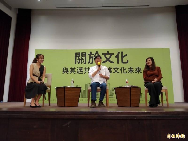 陳其邁(中)說,抖音是有資安疑慮的平台,李眉蓁要用中國的平台,他沒有意見,但既然要參選市長,「我的建議是能避免盡量避免」。(記者洪定宏攝)