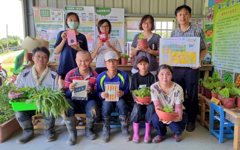 台南白河蓮心園庇護農藝工場推出超多優惠,搶食三倍券、農遊券的商機。(記者楊金城翻攝)