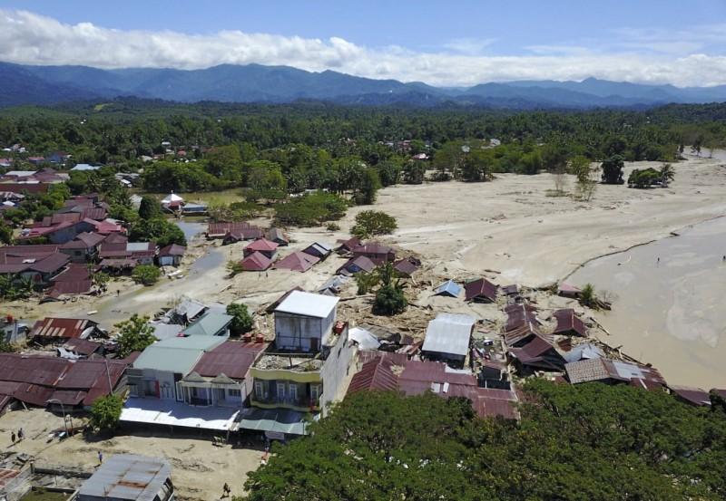 印尼蘇拉威西島(Sulawesi)洪水爆發,迄今已造成至少36人死亡。(歐新社)