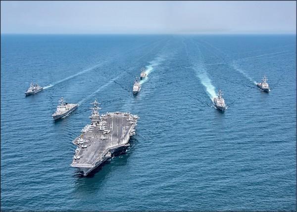 近日美中在南海武力展示針鋒相對,台海局勢也在升溫。圖為美國海軍尼米茲級核動力航空母艦「卡爾文森號」。(路透資料照)