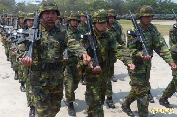 有網友上網詢問,到底哪一句話一聽到能馬上證明當過兵,引發網友熱烈討論。圖為台灣軍人。(資料照)