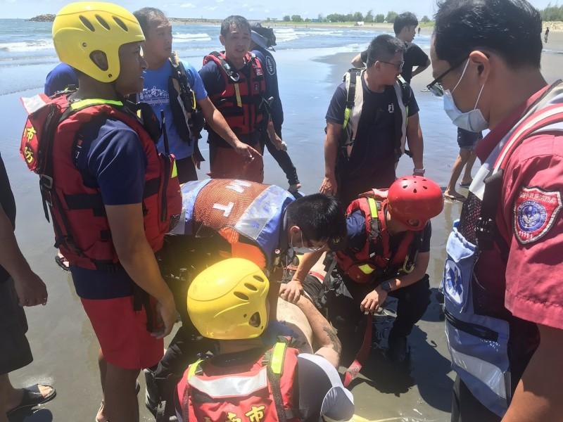 漁光島傳出溺水意外,1人身亡。(記者王捷翻攝)