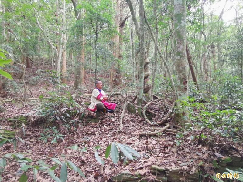 仁愛鄉中原部落的賽德克族人重回當年遭日本人迫遷而沉寂逾80年的卡茲庫、塔卡南部落舊址。(記者佟振國攝)