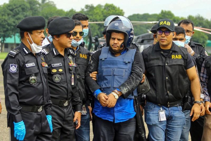 孟加拉男子沙希德名下2間醫療機構涉嫌偽造武漢肺炎檢驗報告詐財,事跡敗露後逃亡,於本週三被執法單位逮捕歸案。(法新社)