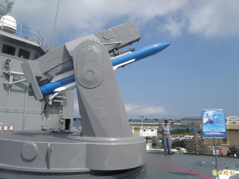 海軍標一飛彈在此次漢光演習時並未命中靶標,年底還將面臨停止全球整體後勤支援難題。圖為成功級軍艦上配置的標準一型飛彈。(資料照)