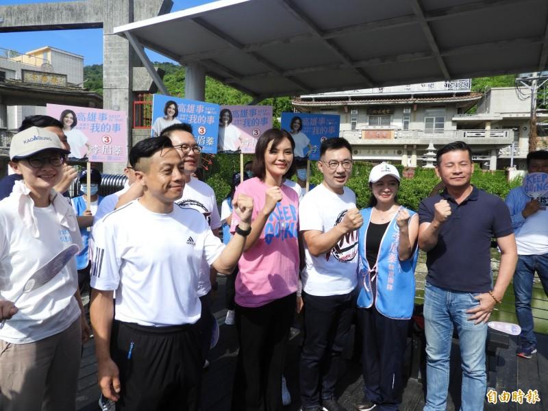 國民黨主席江啟臣(右三)及多位台北市議員,南下為李眉蓁輔選。(記者葛祐豪攝)