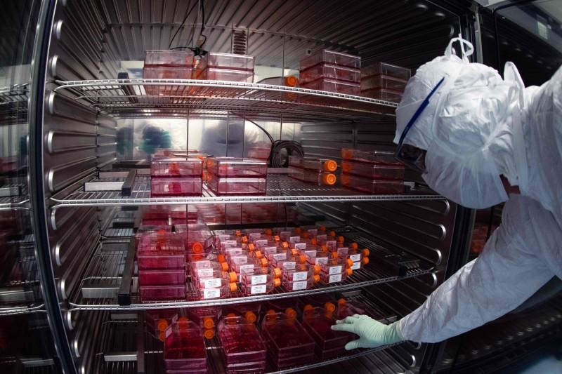 英國與美、加聯手指稱俄羅斯聯手駭客攻擊武漢肺炎疫苗研發機構。圖為法國藥廠賽諾菲(Sanofi)的疫苗實驗室。(法新社資料照)
