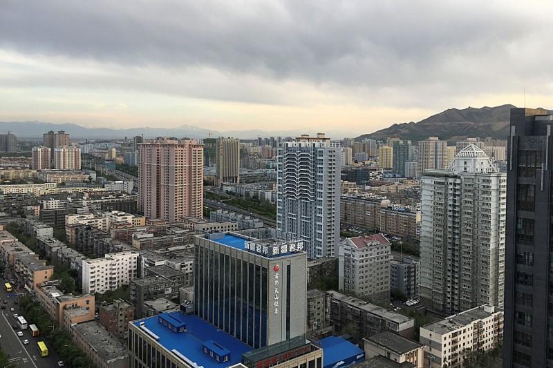 新疆烏魯木齊再增13例武漢肺炎確診,另外還有30名無症狀感染者,全市進入「戰時狀態」。(路透)