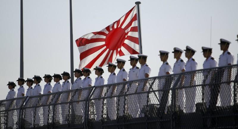 佐世保市內傳出有20多歲的海上自衛隊員確診武漢肺炎。圖為日本海上自衛隊員示意圖。(歐新社)
