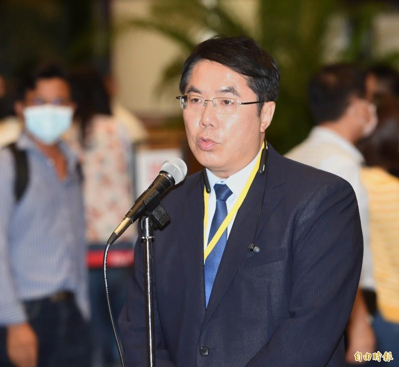 台南市長黃偉哲(見圖)19日出席民進黨全代會受訪表示,黨內有不同、多元的意見,本來就是正常現象,政黨內不怕有「拉幫結派」,最重要的是要一致對外。(記者方賓照攝)