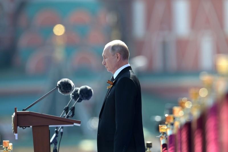 俄國突擊軍演行動17日依俄羅斯總統普廷命令開展,動員近15萬俄國官兵,圖為普廷參與今年紅場閱兵。(路透)
