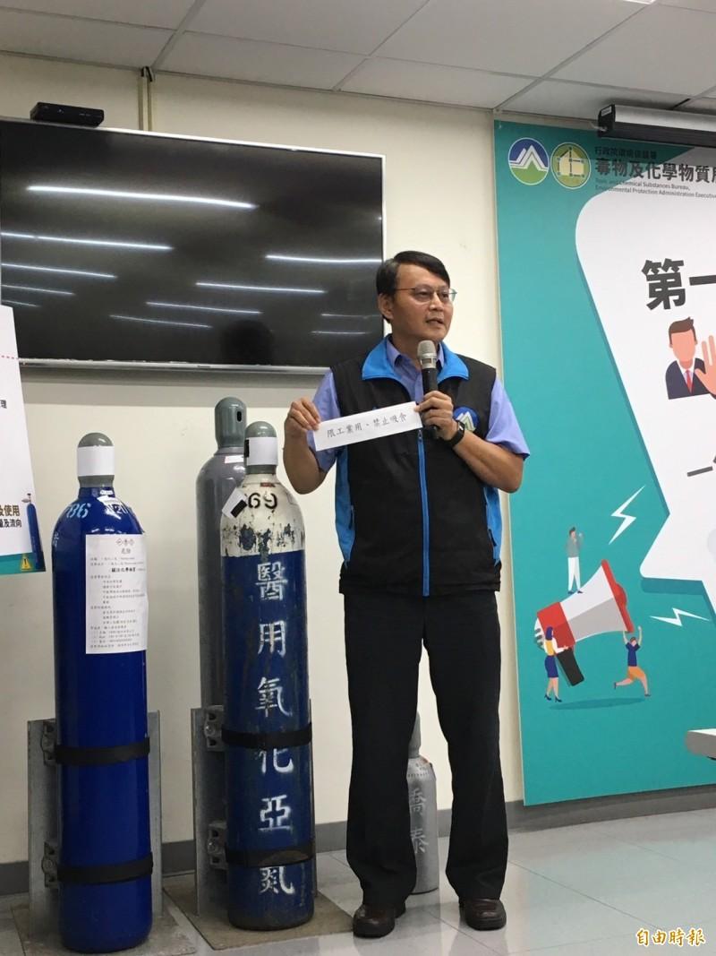 環保署毒物及化學物質局長謝燕儒說明笑氣列管內容。(記者楊綿傑攝)
