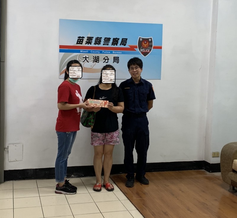 李女對振興券失而復得,對警方及店員協助滿心感謝。(大湖警分局提供)