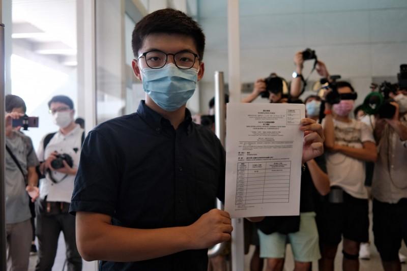 在九龍東初選以最高票出線,前「香港眾志」秘書長黃之鋒今日正式報名登記立法會選舉。(法新社)