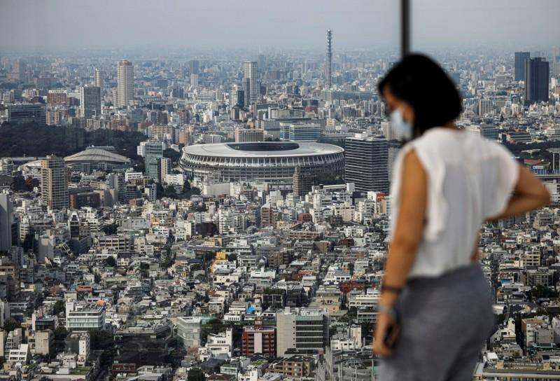 日本武漢肺炎的疫情仍未見趨緩,今日截至日本時間晚間9點30分,共新增419人確診,其中東京都便有168人確診,目前日本已累計2萬6556人確診;另外今天新增2例死亡,死亡人數達1001人,突破千人大關。(路透)