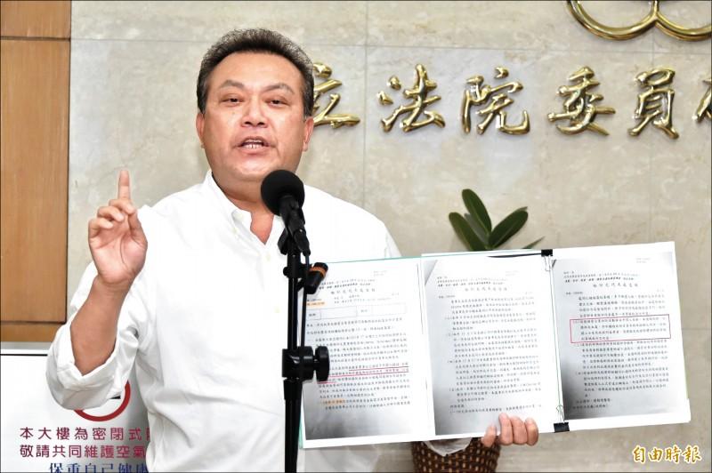 針對國民黨指控透過國營事業拜訪印尼當局謀取私利,民進黨立委蘇震清昨召開記者會否認,並表示將依法提法律訴訟。(記者塗建榮攝)