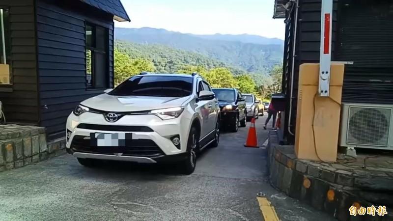 太平山也出現報復性旅遊,園區今年暑假首度實施平日車輛動態總量管制。(記者江志雄翻攝)