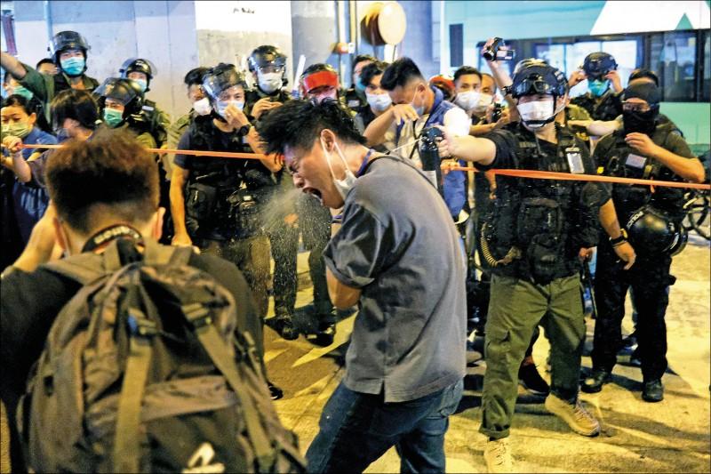 英中止香港引渡協議 實施武器禁運