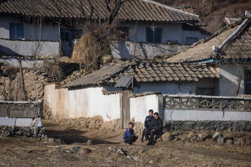 北韓至今堅稱境內零確診,強調加強邊境檢疫作業以落實防疫。圖為2018年北韓邊境新義州市一景。(法新社)