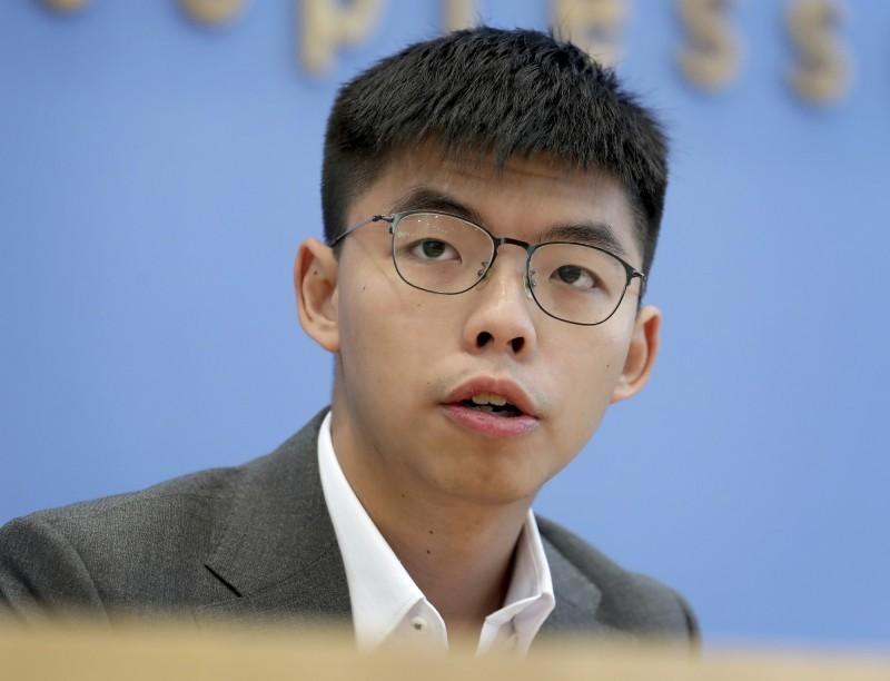 外媒報導指出,有多家國際金融金構正在審查其香港客戶是否與香港的民主活動有關。黃之鋒對媒體表示,他上週確實曾收到銀行去電,並詢問他一筆匯款的資金來歷。(資料照,美聯社)