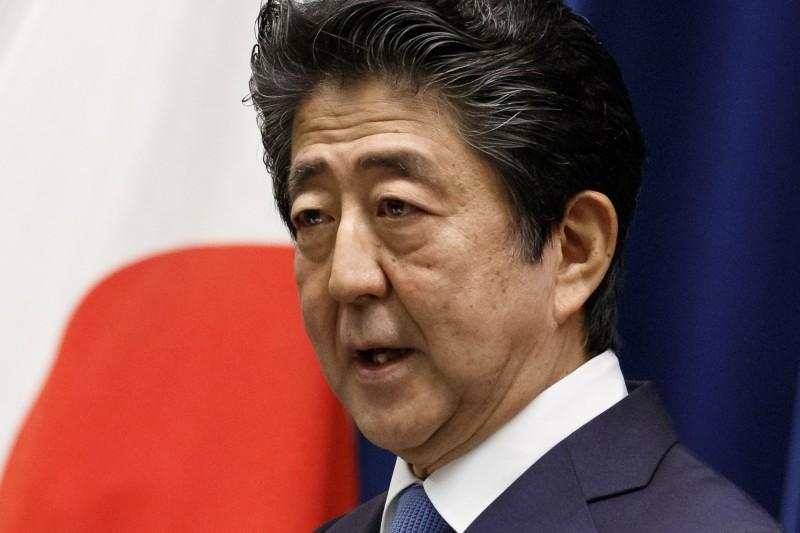東京都今日新增病例再度突破200例,安倍晉三就此與是否再度宣緊急事態宣言布發表說法。(美聯社)