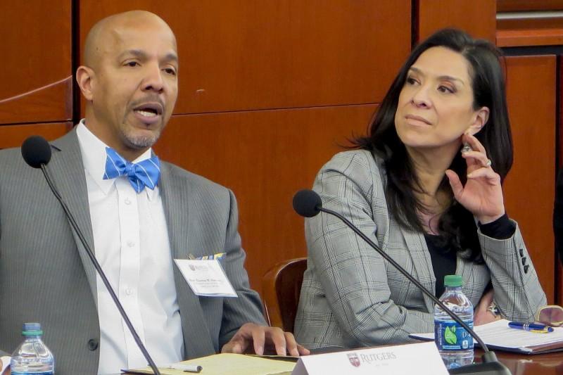 美國聯邦地區法院法官薩拉斯(Esther Salas,右)。(美聯社)