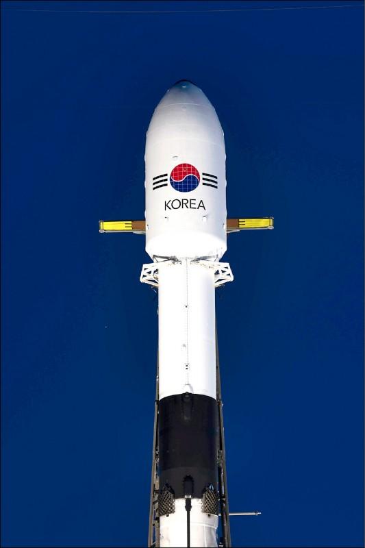 南韓的第一顆軍事通訊衛星「ANASIS-II」已由美國太空探索科技公司(SpaceX)以獵鷹九號火箭,在美國佛州時間20日傍晚從卡納維爾角空軍基地成功發射。(歐新社)