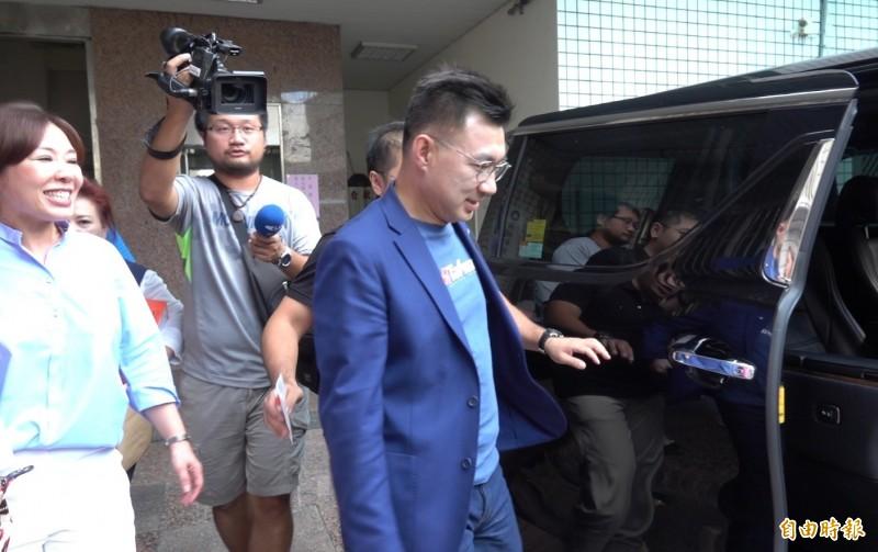 國民黨主席江啟臣22日到彰化召開行動中常會,針對李眉蓁論文一事,完全不回應。(記者劉曉欣攝)