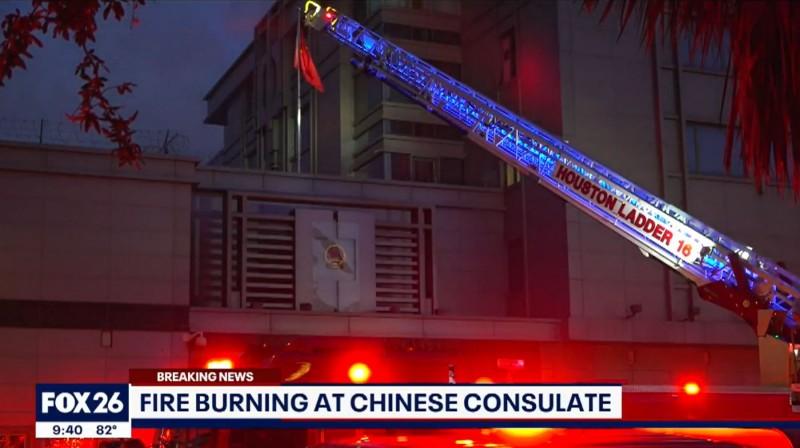 休士頓警方透露,中國總領事館正在銷毀機密文件,因為他們將於星期五(24日)下午4點被驅逐。(圖擷自《Fox26》)