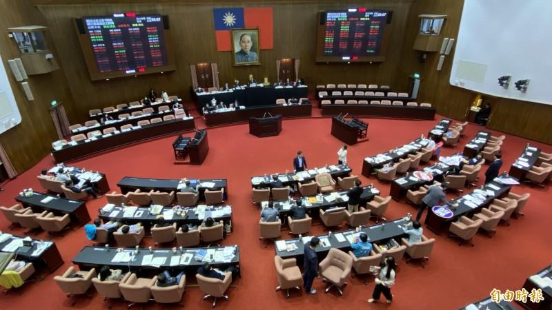 立院表決通過 要求推動華航、護照正名