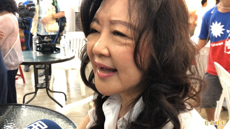 前議長許崑源夫人林絲娛請總統蔡英文先出來把論文說清楚。(記者許麗娟攝)