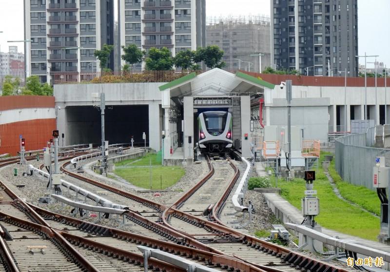 台中捷運公司正緊鑼密鼓準備綠線年底前通車相關工作,卻傳出員工不倫戀。(記者張菁雅攝)