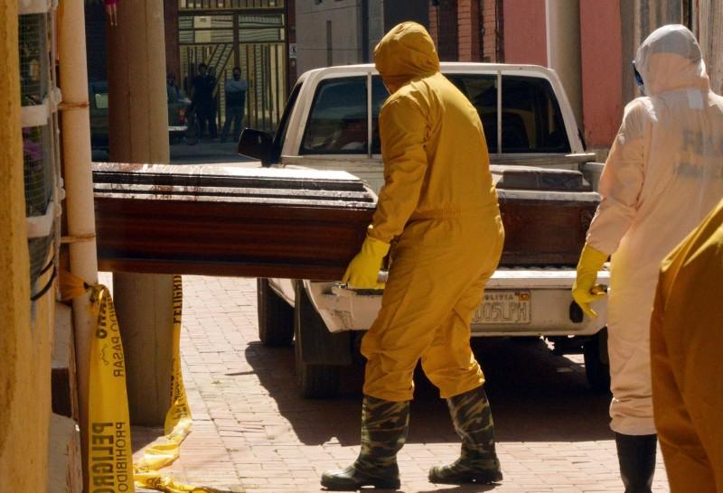 玻利維亞警方5天內在首都拉巴斯以及最大城聖克魯斯的街道、車輛和房屋中發現420人疑似染疫身亡。(法新社)