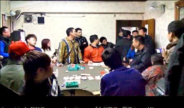 警方曾公布賭場現場畫面,宣稱畫面上並未看見劉姓通緝犯,但檢警查出事後,員警索賄縱放劉男。(資料照)