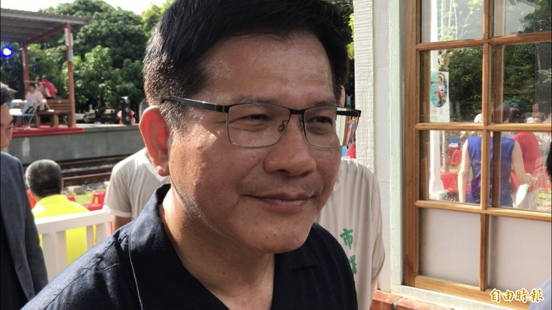 交通部長林佳龍今到台南出席活動,針對南鐵地下化工程恐因最後一戶拒拆戶而延宕,林佳龍表示,鐵道局會在期限內努力完成。(記者萬于甄攝)