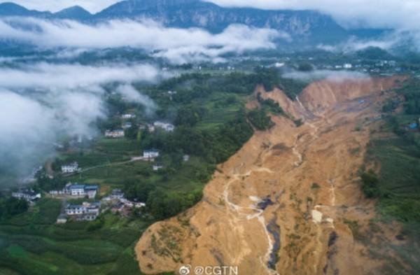 中國湖北恩施市馬者村本月19日凌晨發生山崩,是當地自有監測記錄以來最大規模的山體滑坡。(圖擷取自中國國際電視台官方微博)